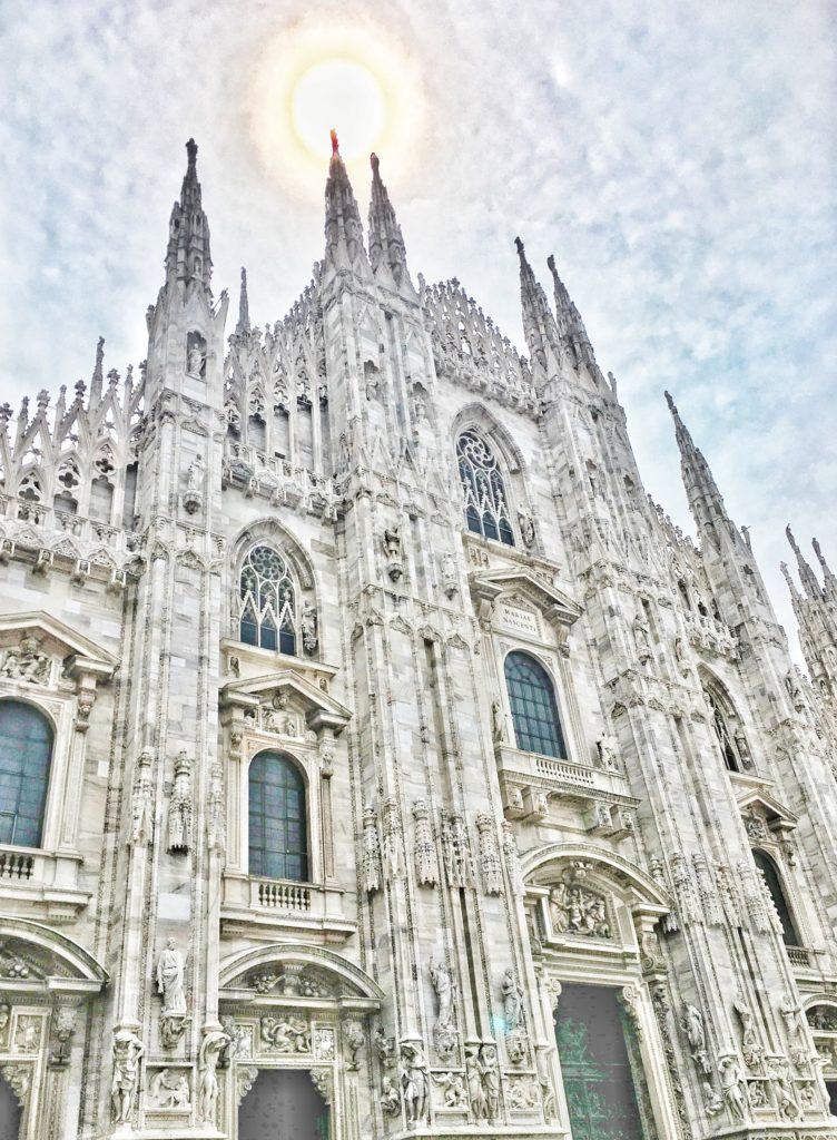 MILAN BUCKET LIST & TRAVEL GUIDE - Duomo di Milano