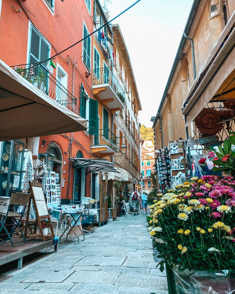 CINQUE TERRE BUCKET LIST & TRAVEL GUIDE: MONTEROSSO AL MARE