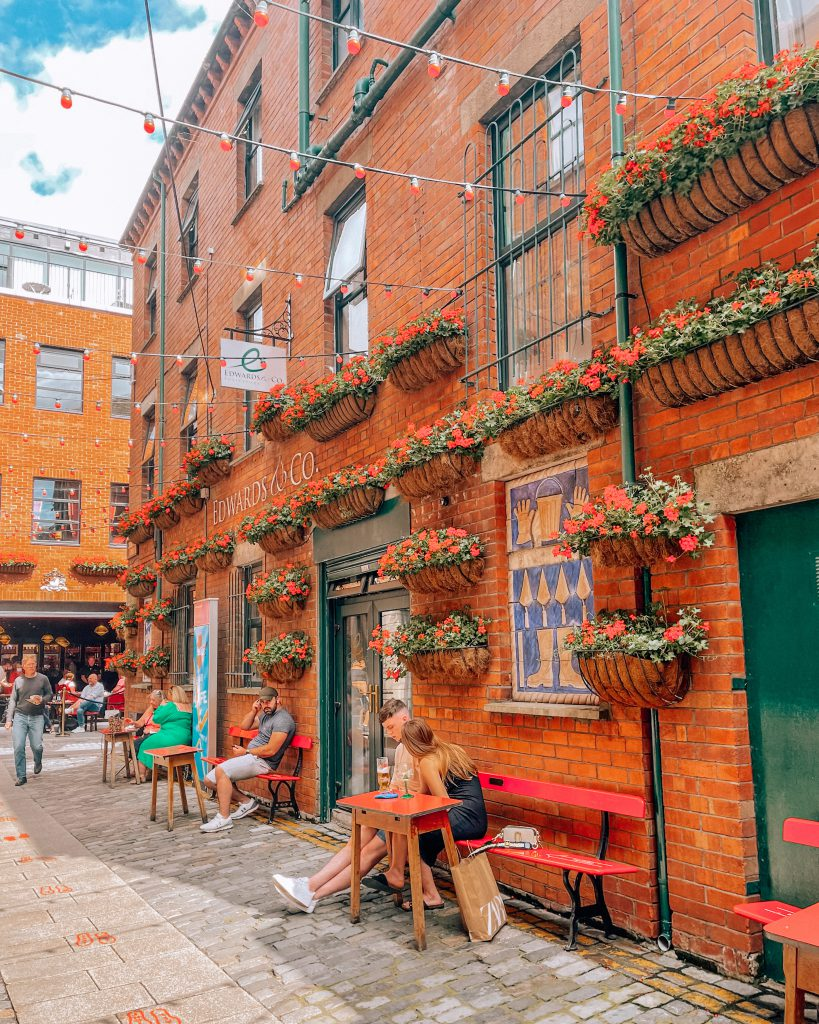 VISITING BELFAST: BUCKET LIST AND TRAVEL GUIDE COMMERCIAL COURT